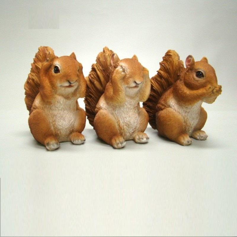 Drie schattige eekhoorntjes die horen zien en zwijgen uitbeelden